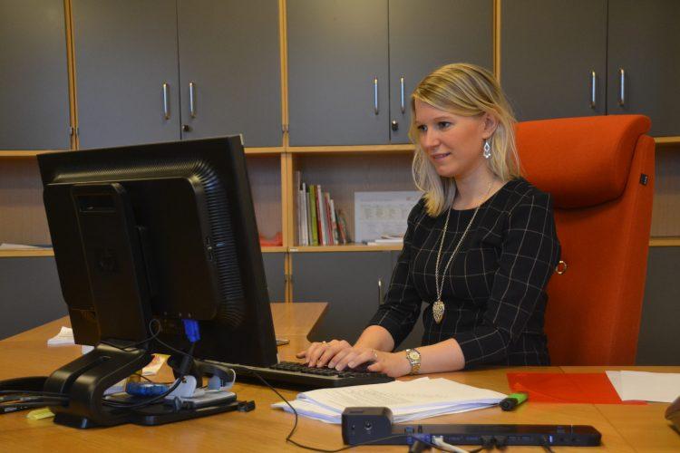 Rebekka Ljosland på kontoret sitt på rådhuset. Foto: Maria Jacobsen Zafar