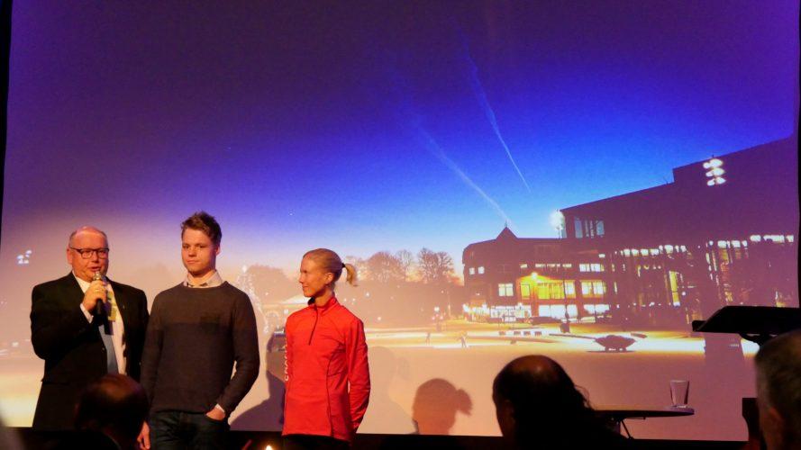Førjulsglede_Bilde 10. Våre ambassadører, Kristian og Marthe Katrine sammen med Magne Rydland_MOLDE