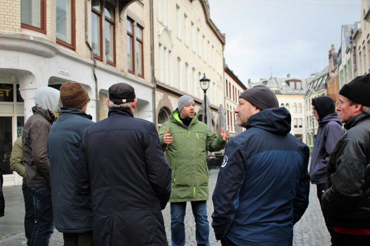 Guidet tur i Ålesund sentrum med byvandrer Sindre Nakken.