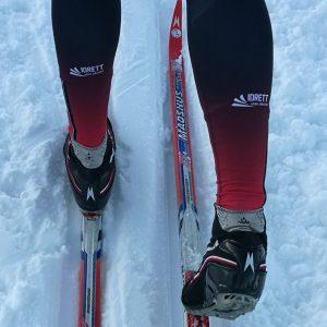 Bilde av leggene til skiløper iført IUAs langrennsbukse.