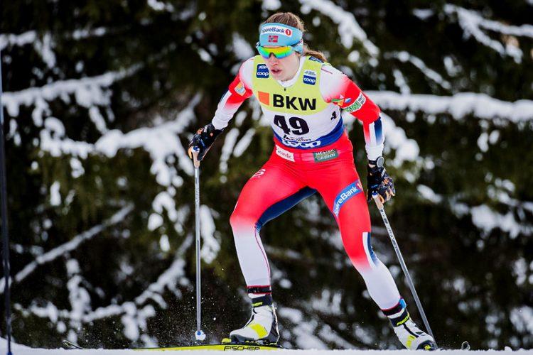 Skiløper Magni Smedås i løypa under verdenscuprenn i Davos. Iført langrennsdress. Skøyteteknikk.
