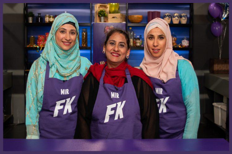 Bilde av familien Mir under opptak av Familiekokkene på NRK.