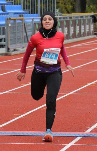 Amy Mir krysser målstreken på Sandnesløpet 2020.